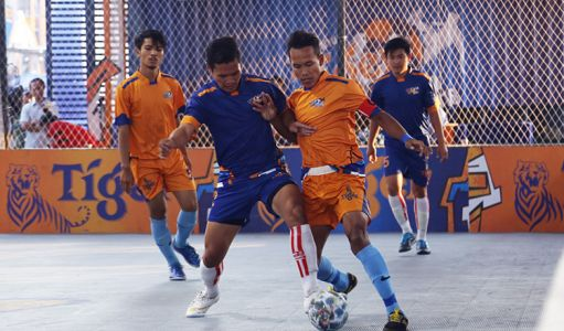 On February 3, 79 teams in Battambang tested their skills in a specially constructed futsal cage. PCO came out on top in a close contest against their rivals FC Crown in the final. In a final devoid of goals, locked at 0-0, and into extra-time, a quick breakaway saw PCO seize on a failed FC Crown attack to smash the winning goal from a yard inside the half-way line. PHOTO: Yuean Punlue