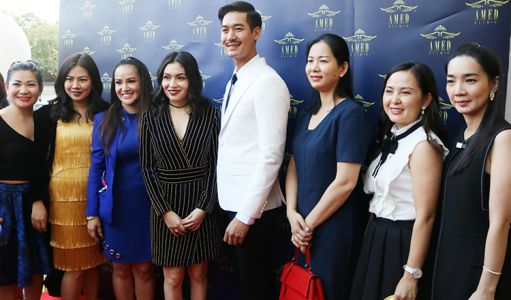 Lok Chumteav Yim Chai Lin and Wier Sukollawat in a group photo with VIP guests.
