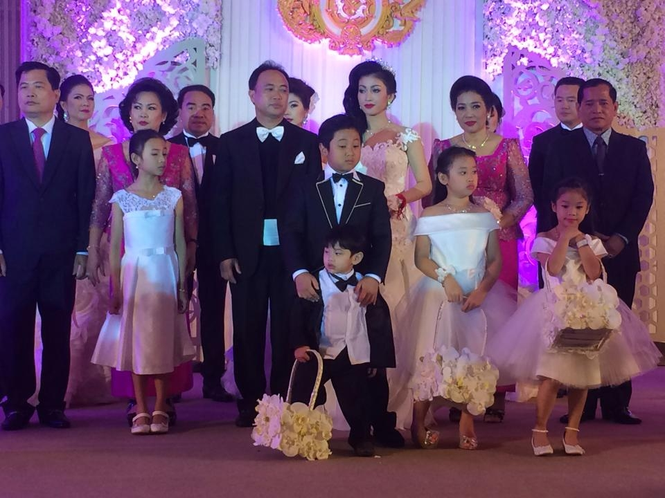 Phnom Penh March 21 Khmer Times Over 5 000 Guests Celebrated At The 2 Day Wedding Of Ty Kith Meng And Mother His Four Children Former Movie