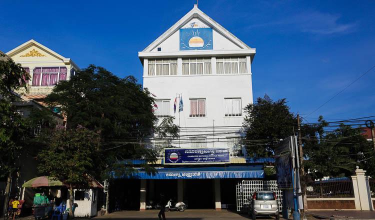 Cambodia's exiled ex-opposition leader announces return to politics