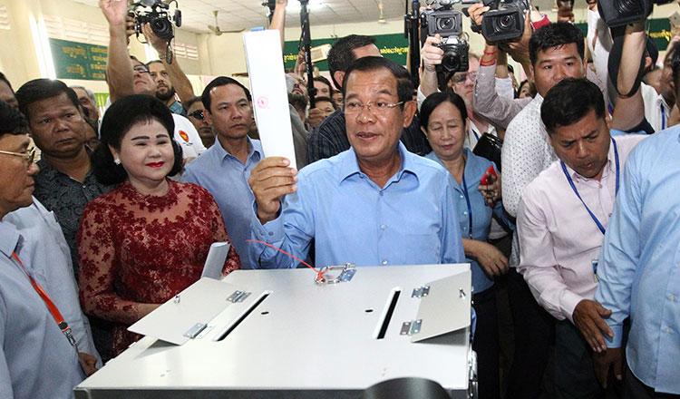 The King designates Hun Sen as PM