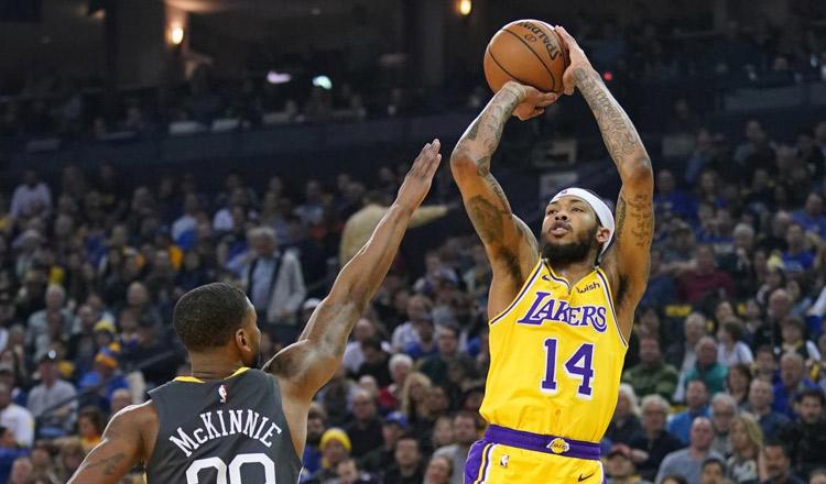 Iguodala sparks Warriors past LeBron-less Lakers - Khmer Times