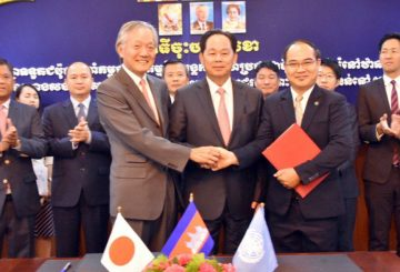 Japanese-Ambassador-Horinouchi-Hidehisa-and-Sok-Vanna,-UN-Habitate-Cambodia-habitat-programme-manager